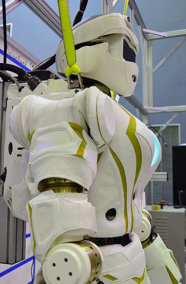 nasa humanoid robot - 620×946
