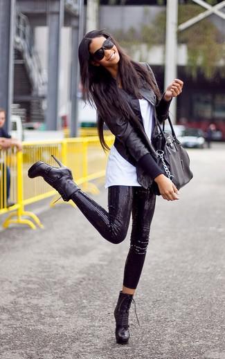 фото как девушка одевает штаны