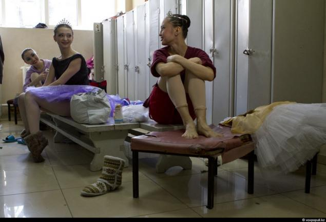раздевалка у балерины скрытая камера