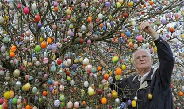 Easter Tree Volker Kraft. Page 1