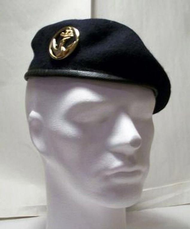 e20e049ac381d Comandos de la Armada francesa que lleva una boina verde