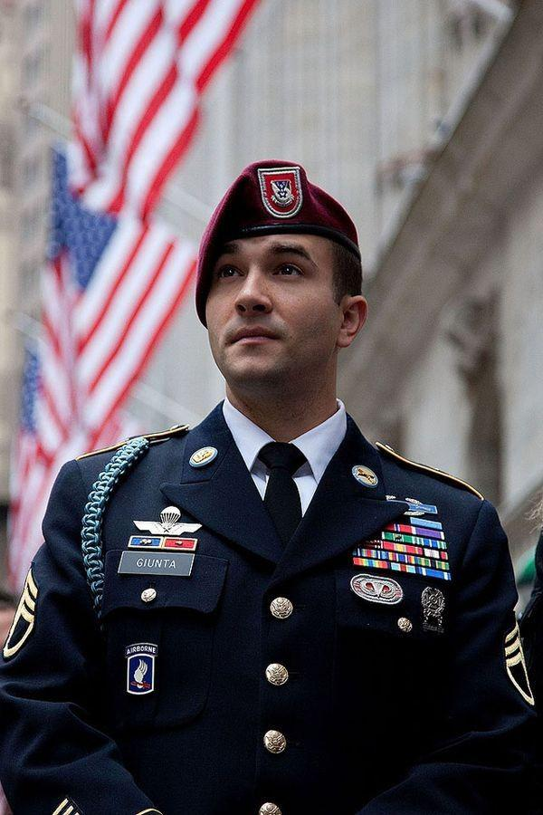 Do marines wear berets