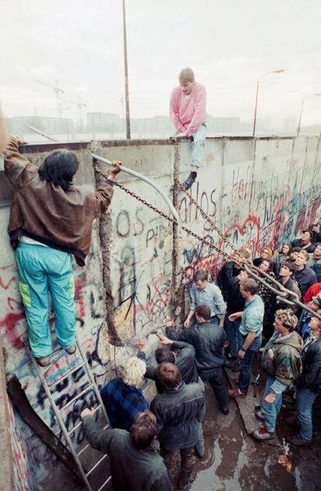 28 Interesting Berlin Wall Facts   FactRetriever.com   Fun Facts About The Berlin Wall