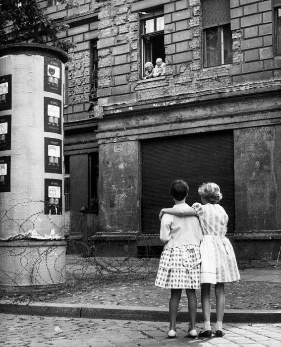 Berlin Wall Facts - 21 Interesting Facts About Berlin Wall ...   Fun Facts About The Berlin Wall