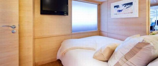 White luxury bedroom beach bungalow design