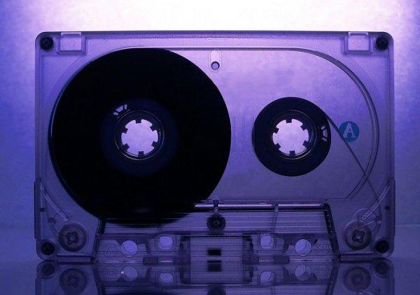 Что можно сделать из кассет.  (9 фото) .
