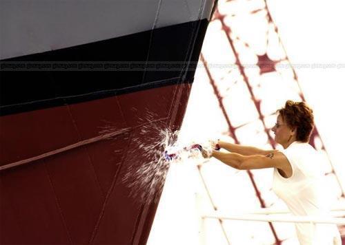 бутылки шампанского не разбившиеся о борт корабля без проблем найдете