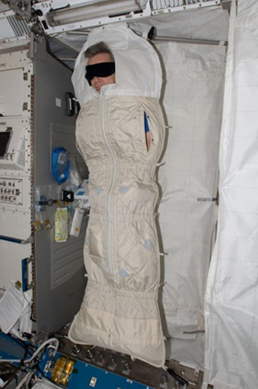 where does astronauts sleep - photo #7