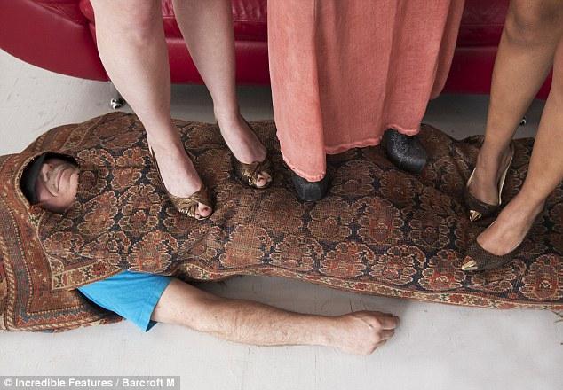 каблуками раздавили член