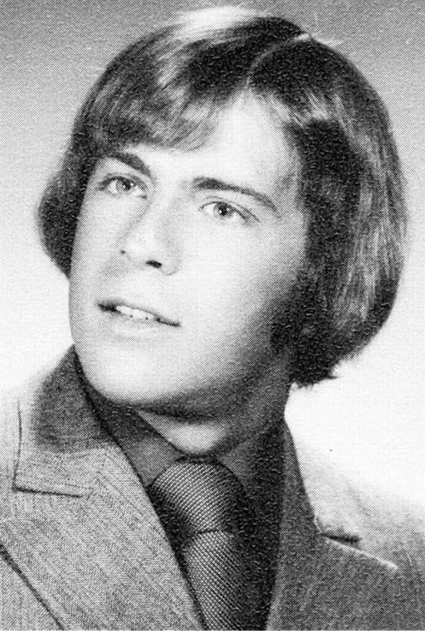Bruce Willis tartamudo (Foto de la graduación del colegio)