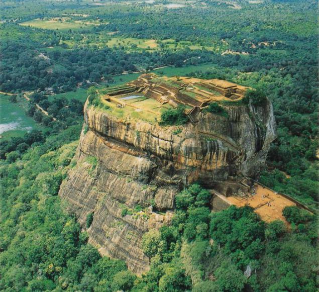 7 Amazing Houses Built Into Nature: Meseta único Sigiriya. Página 1