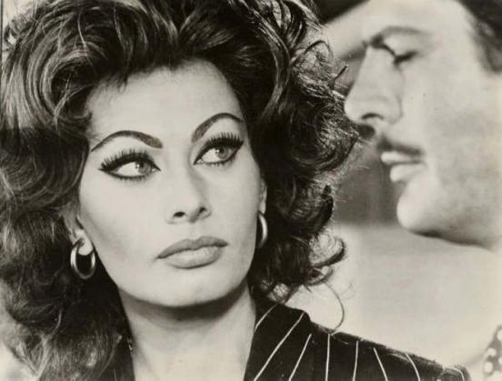 blog de la contracultura para la 3ª edad: Sofia Loren.: http://captainvallekurro.blogspot.com/2013/12/sofia-loren.html