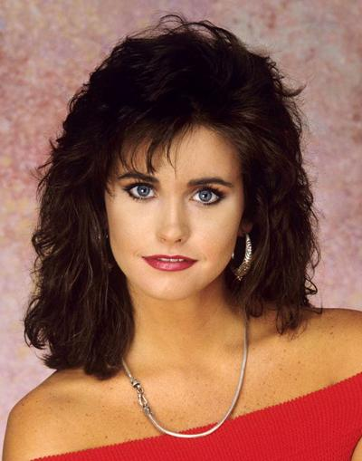front wave hairstyle : Monica Friends Hairstyles With this hairstyle courteney