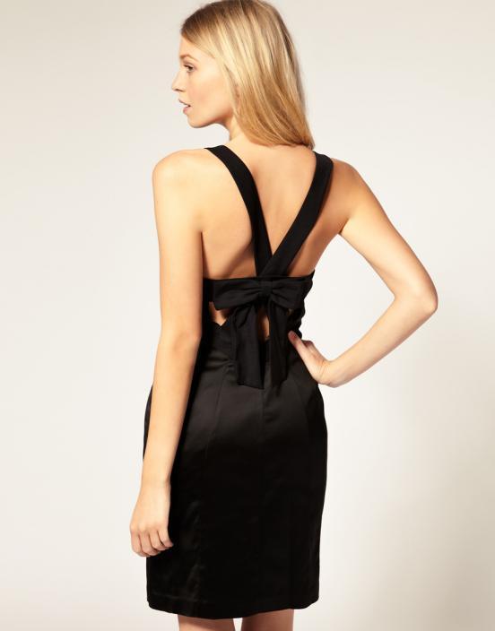 Если вы решите привлечь внимание десятков глаз, то вам следует надевать на вечеринку платье с открытой спиной
