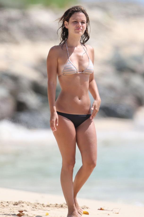 demi-lovato-golaya-v-bikini