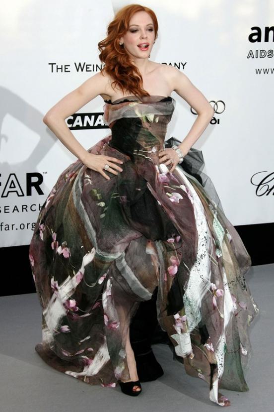 эшли тисдейл брюнетка в сиреневом платье: