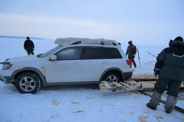 фото автомобилей провалившихся под лед