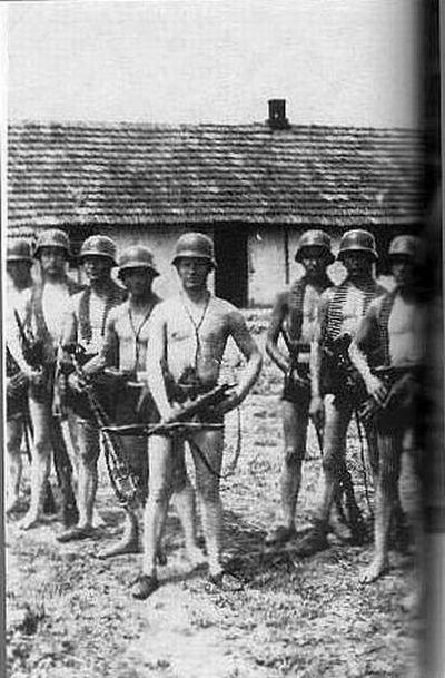 Голые фото во время войны