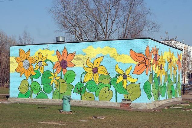 Как украсить кирпичную стену своими руками во дворе 77