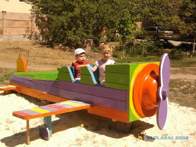 Самолет для детской площадки в детском саду