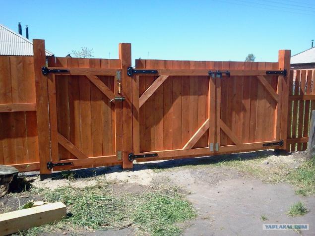 Запор на деревянные ворота своими руками