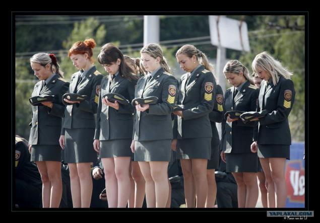 фото девушек в обтягивающей военной форме