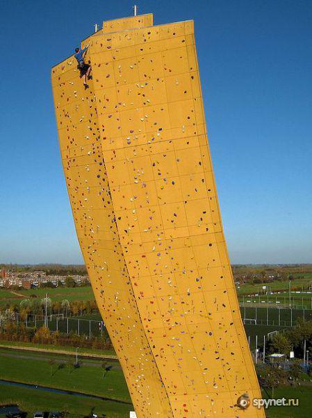 Climbing man wall decor