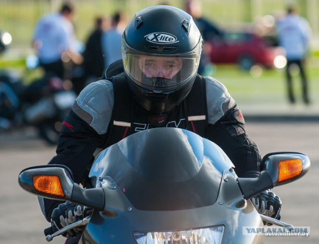 фото пацан в шлеме на мотоцикле