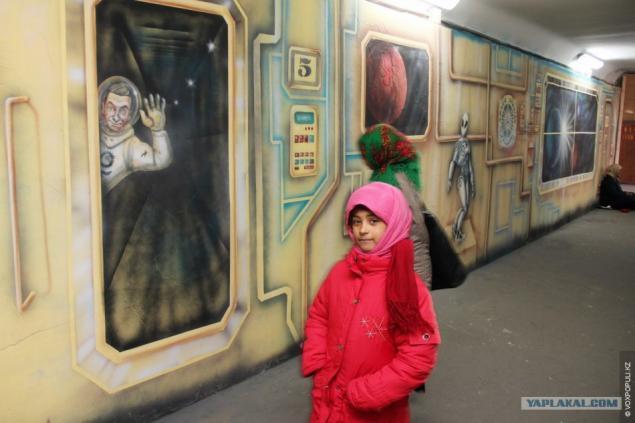 как рисуют в метро видео каждого