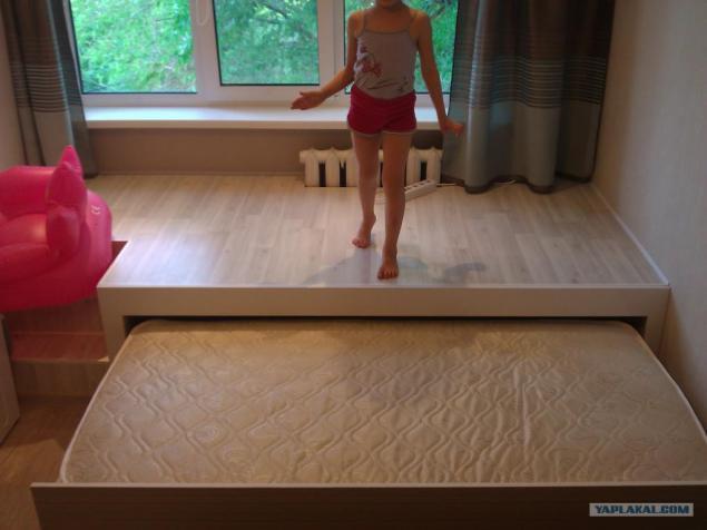 Подиум с выдвижной кроватью своими руками фото