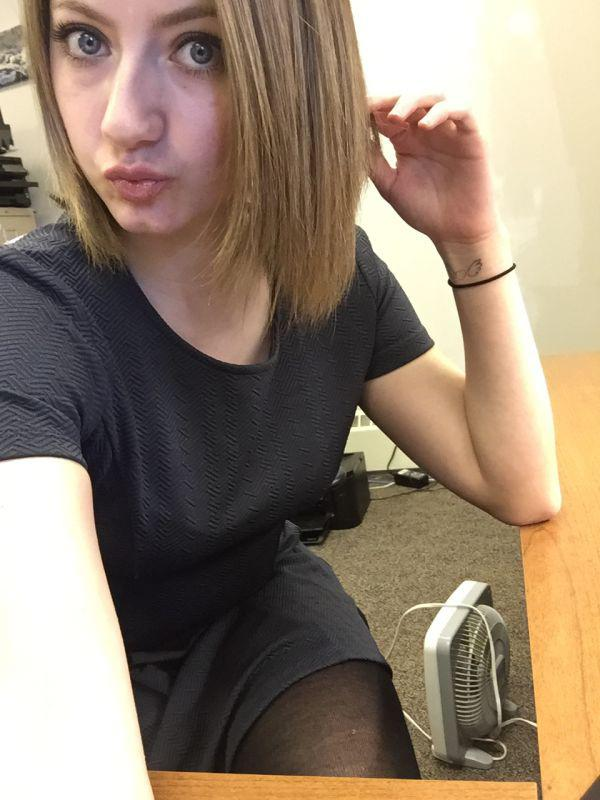 Girls Bored At Work (37 Photos) - Page 3 of 4 - The Viraler